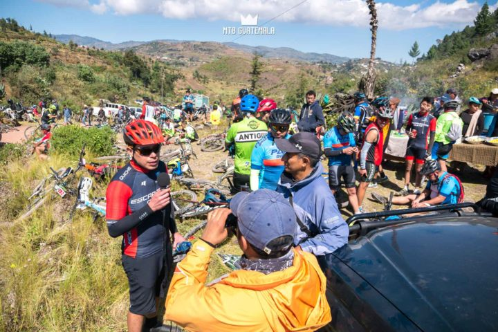 Riders enjoy a full gourmet Guatemalan buffet at the top of the cucuhumatanes. 9th edition - Travesía de los Cuchumatánes.  Huehuetenango, Guatemala