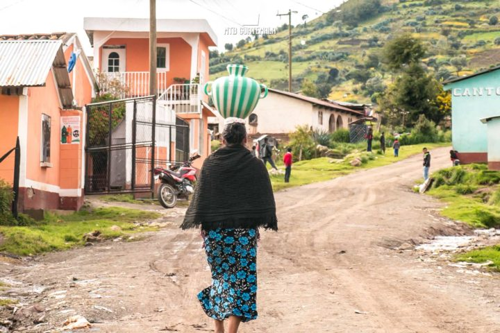 Women carries water from the communal spring. Los Cuchumatánes Huehuetenango, Guatemala