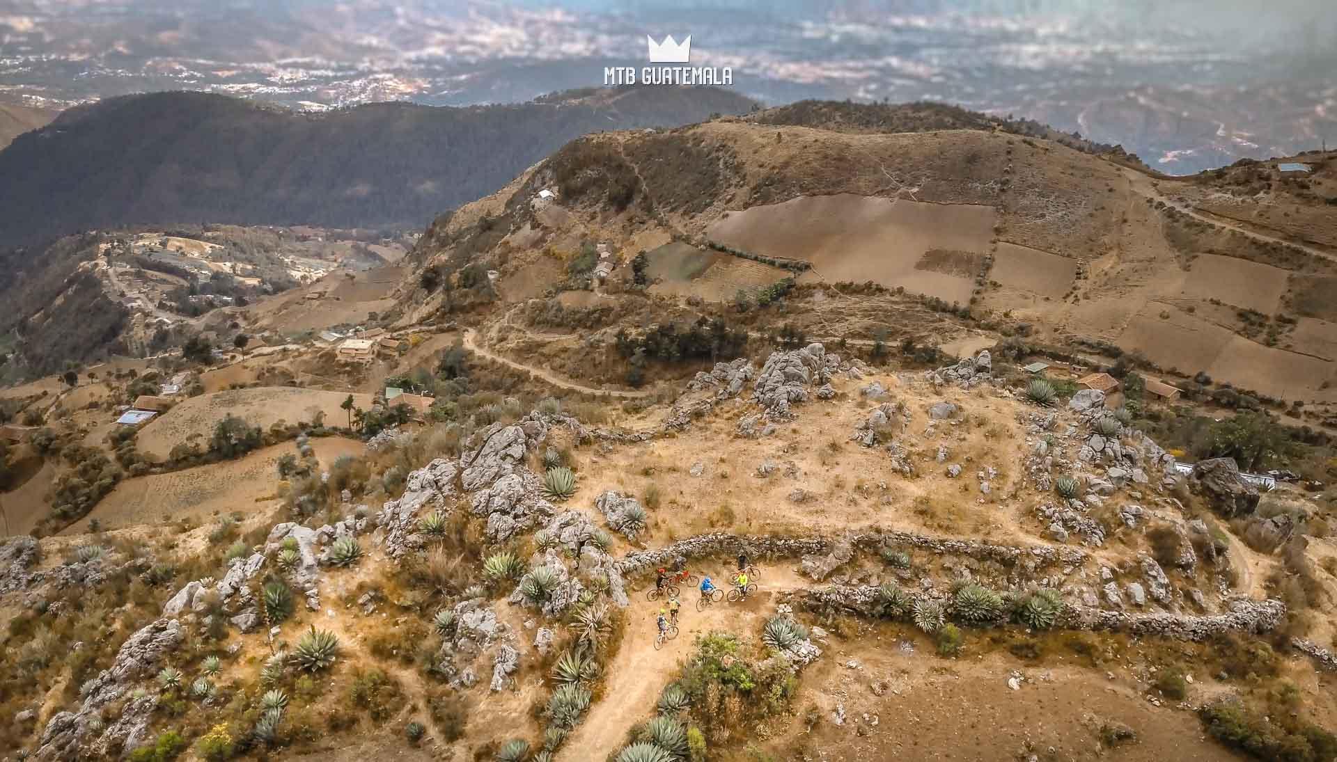 Ciclismo de montaña en las montañas de Cuchumatánes Los Cuchumatánes Huehuetenango, Guatemala