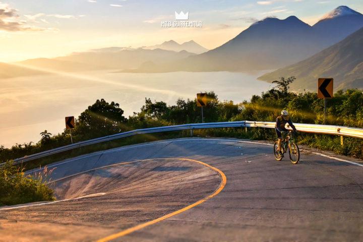 La subida de Santa Lucia Lake Atitlán Sololá, Guatemala