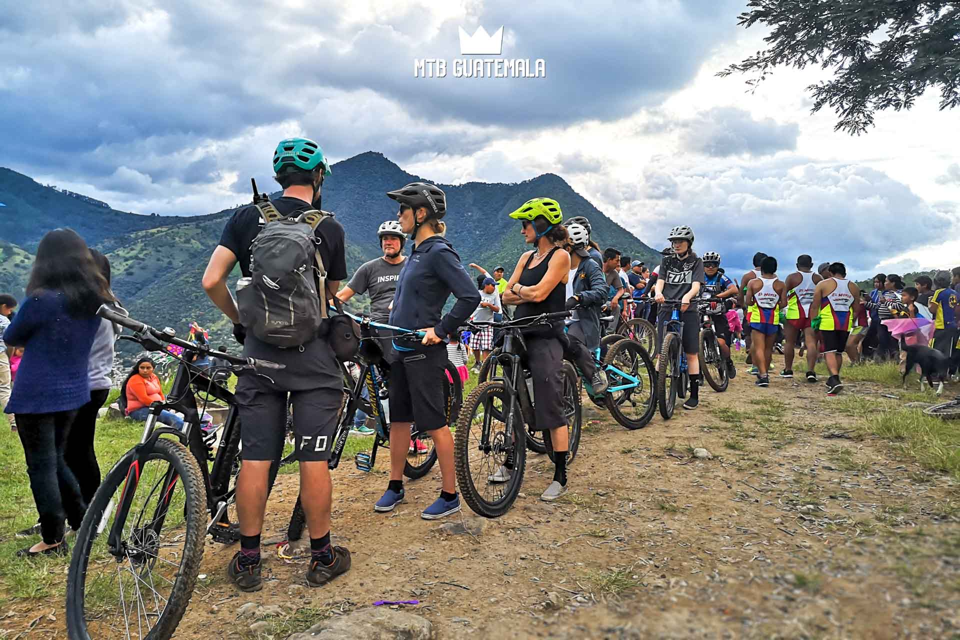 Mountain BIking to the festival de Barriletes Gigantes