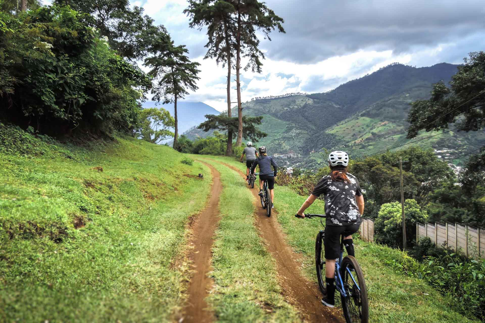 Mountain Biing to the festival De Barriletes Gigantes