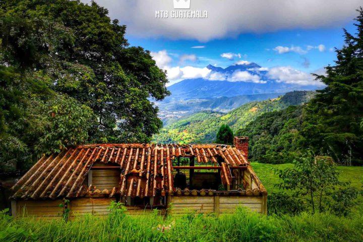 Mountain BIking to the festival de Barriletes Gigantes